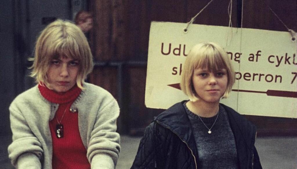 PÅ TOGSTASJONEN: Hvem de to kvinnene er det ingen som vet. Foto: Politiet