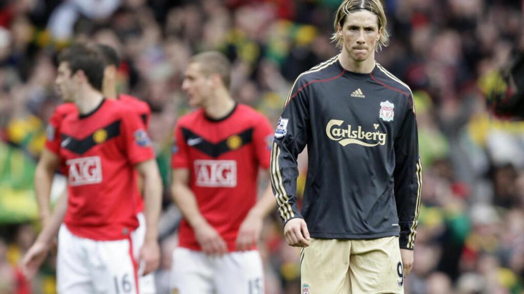 FIKK GULT KORT: Fernando Torres ble ikke straffet for sparket mot krittmerket, seinere i kampen pådro han seg gult kort for en takling. Foto: AP/Jon Super
