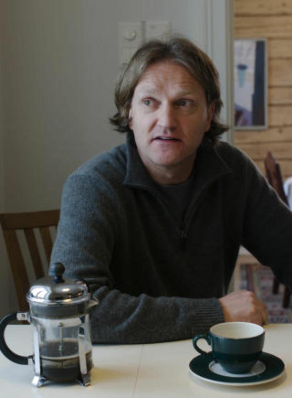 HJEMME PÅ STEINE: Even Carlsen, er reiselivsmann og eier av en 30-talls barnehager i Nord-Norge og Østlandet. Nå heiser han flagg i saken om et oljefritt Lofoten og Vesterålen. Foto: John Stenersen