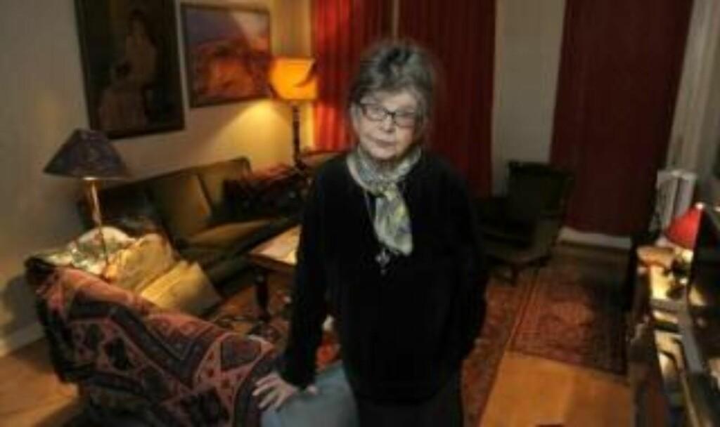 - HAN ER SAVNET: Anne B. Kiærland (82) bodde i etasjen over 90-åringen i 13 år. Hun beskriver ham som snill og omtenksom. - Jeg savner ham. Det var et tap for oss å miste ham, sier hun. FOTO: JON TERJE PEDERSEN