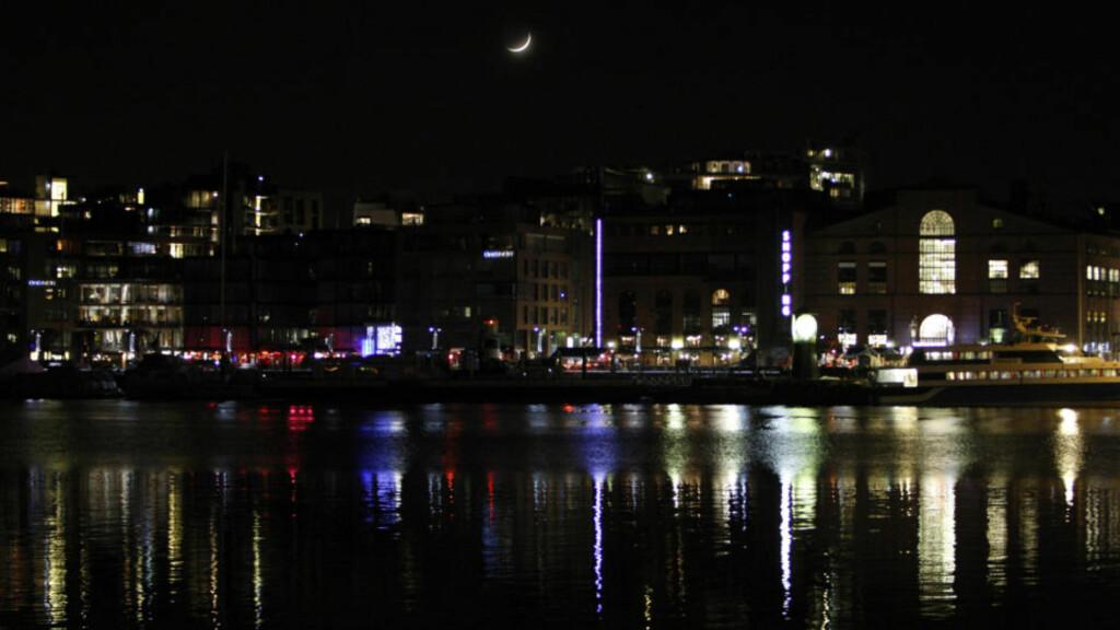 MØRKLAGT OSLO: Earth Hour har ikke effekt, mener Rød Ungdom.Foto: Scanpix