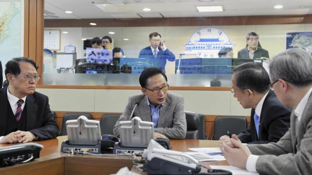 KRISEMØTER: Det var i går hektisk aktivitet hos sørkoreanske myndigheter. Foto: AP/Scanpix