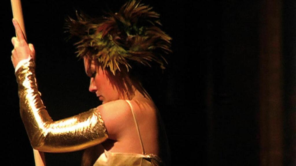 GIKK I AVSKY: Folk gikk i avsky da performanceartister i regi av Julian Blaue gjennomførte rå analsex og halshogde levede høner på scenen. Foto: Beate Petersen/BlackBox