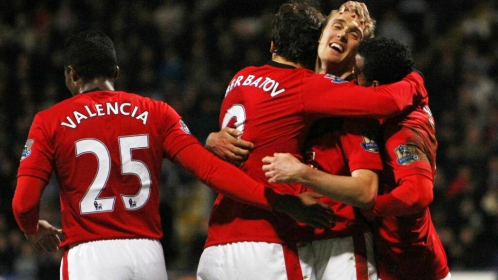SOLID OPPVISNING: Manchester Uniteds Dimitar Berbatov feirer sitt første mål mot Bolton. United hadde få problemer med å ta tre poeng og tar dermed tilbake serieledelsen. Foto: AP