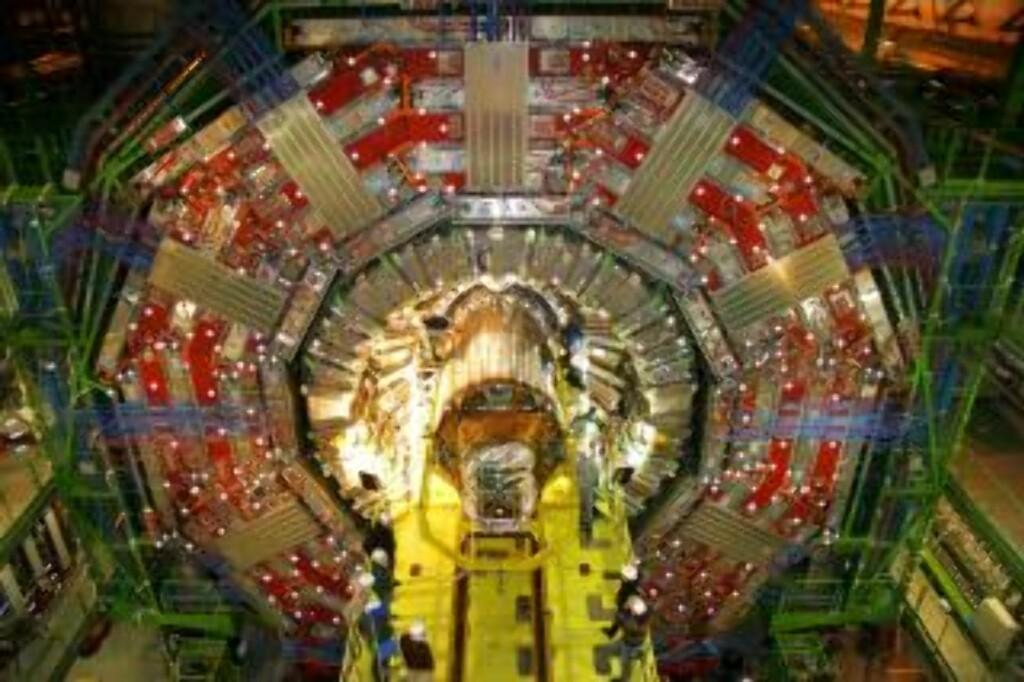 SOM HUS: Detektorene, som registrerer kollisjonene, er gigantiske. Foto: CERN