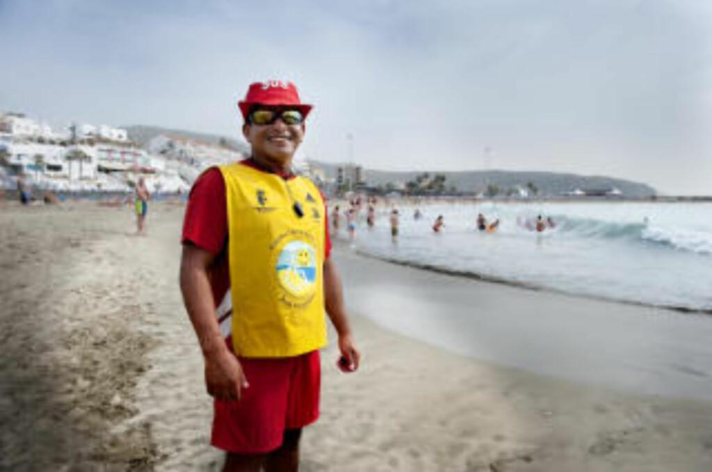 BADEVAKT:  På Playa Las Vistas er det badevakter som passer på. Foto: John Terje Pedersen. Foto: John T. Pedersen/Dagbladet