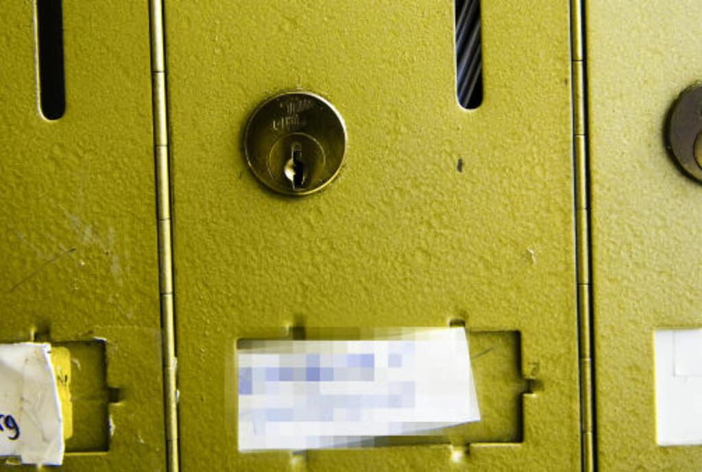 FULL POSTKASSE: I en Frogner-leilighet TV-kjendisen og samboeren flyttet ut fra forrige uke, er postkassen full av post som ikke er hentet. Foto: Håkon Eikesdal/Dagbladet