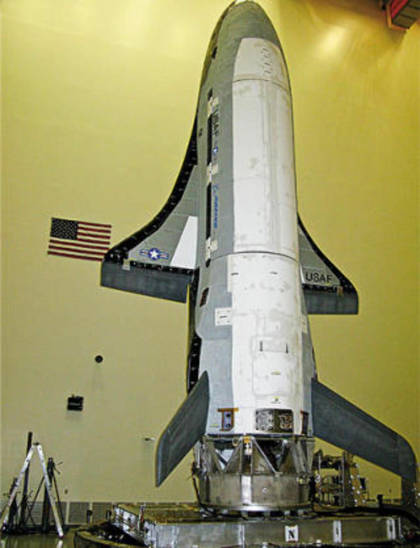 TAR TID: X-37 har en lang og kronglete historie. Prosjektet ble påbegynt som et sivilt samarbeid mellom NASA og Boeing i 1999. Det ble senere overført til Pentagon og den militære forskningsavdelingen DARPA, før luftforsvaret tok over i 2004. Foto: U.S. AIR FORCE