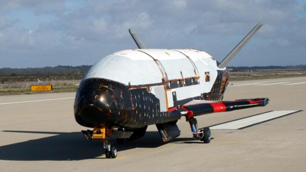 MINI-ROMFERJE: Det militære og ubemannede romflyet Orbital Test Vehicle, også kjent som X-37B, skytes opp 19. april. Testoppdragets mål og varighet er ikke kjent. Foto: AP Photo/U.S. Air Force/SCANPIX