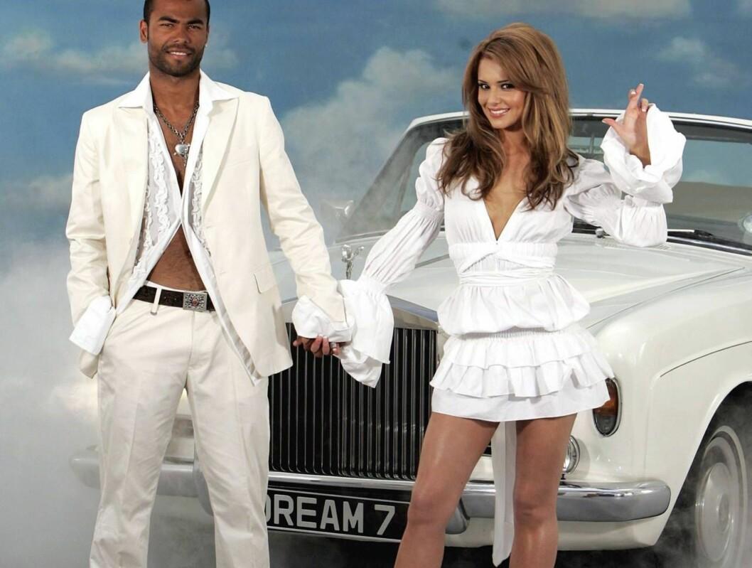 <strong>HOMSERYKTER:</strong> Cheryl Tweedy støttet forloveden da han tidligere i år ble utsatt for homserykter. Nå ser de fram til bryllupsnatta... Foto: All Over Press