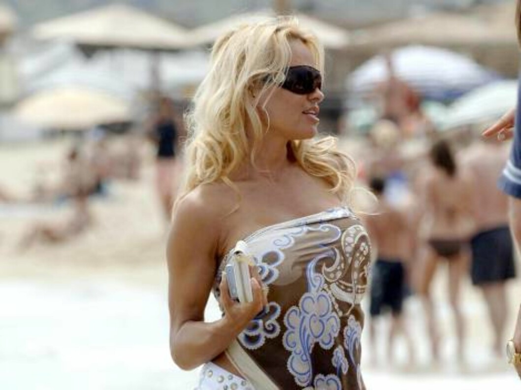 N¡24824        Saint-Tropez/France          July 13th, 2006 Non Exclusive Pamela Anderson on holidays in Saint-Tropez.  Foto: All Over Press