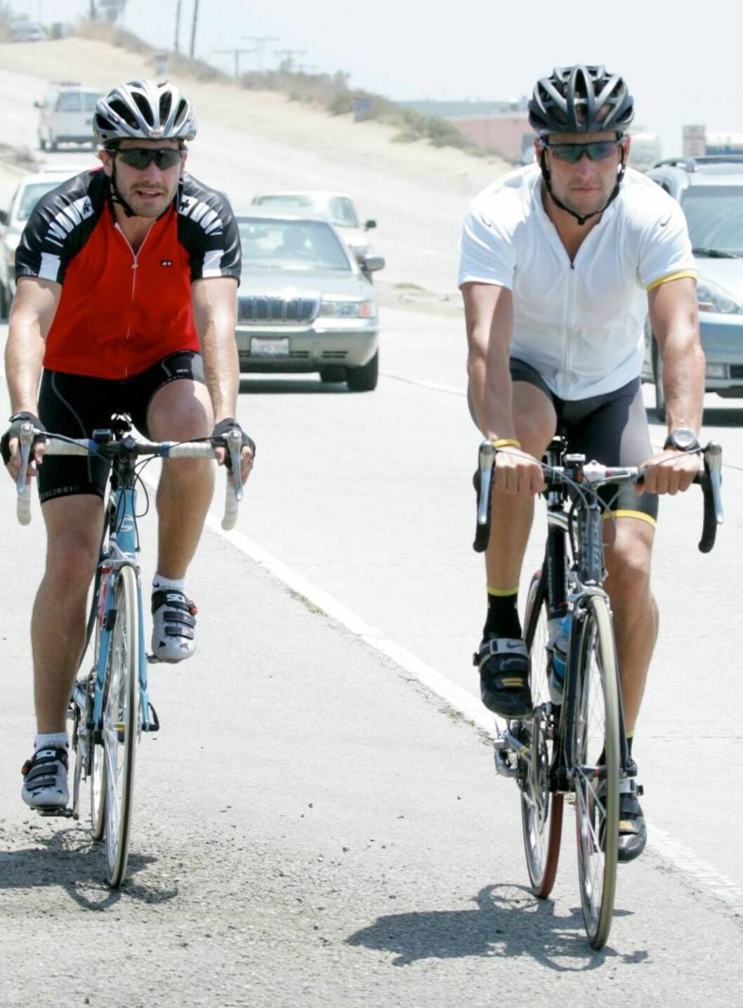 <strong>PÅ HJUL:</strong> Selv om kjekkasen Jake Gyllenhaal er i god form, dro Lance Armstrong lett i fra. Foto: All Over Press