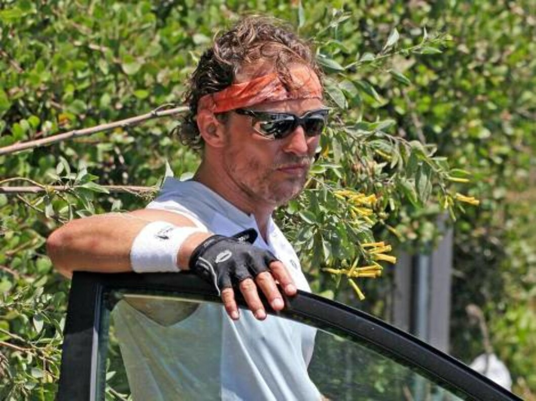 10577, MALIBU, CALIFORNIA July 6, 2006 Matthew McConaughey, Jake Gyllenhaal, Lance Armstrong, and an unidentified friend go for a two hour bicycle ride along the coast and through the mountains in Malibu. The group were properly equipped for their workout Foto: All Over Press