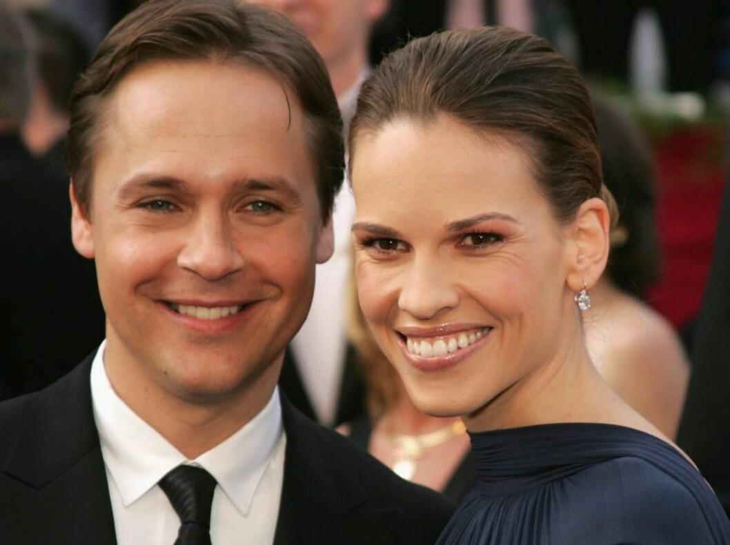<strong>SKILLES:</strong> Chad Lowe og Hilary Swank går hver sin vei etter åtte års ekteskap. De har ingen barn, men to papegøyer... Foto: All Over Press