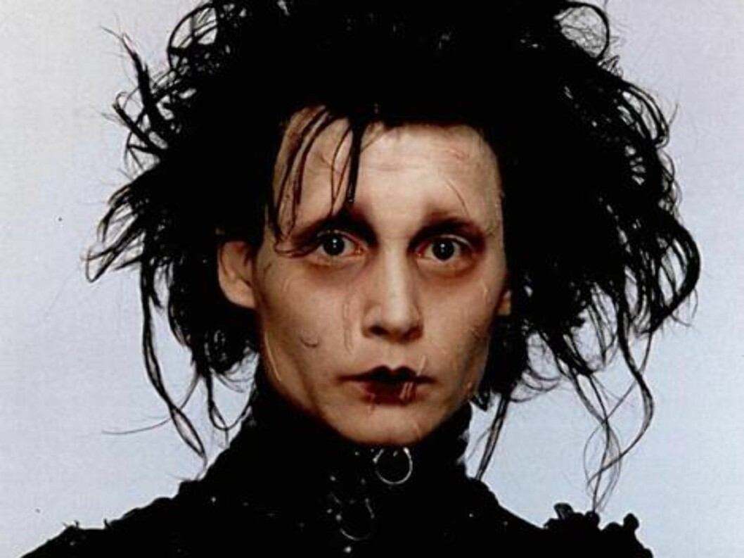 <strong>EDWARD SAKSEHÅND (1990):</strong> Her har du filmen som ga Johnny Depp stjernestatus for 17 år siden. - Å gå rundt med sakser på hånden tok litt på, ler Johnny. Foto: Universal