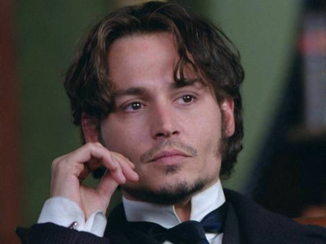 <strong>FROM HELL (2001):</strong> Atter en gang får Johnny spille etterforsker, og denne gangen er han den opium-elskende Frederick Abberline som går Jack The Ripper i sømmene. Foto: 20th Century Fox