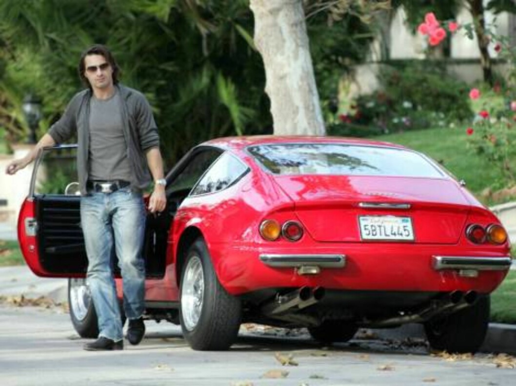 Olivier Martinez wines and dines a mystery woman at a Beverly Hills cafe.  Early in the day, the playboy took a spin in his vintage Ferrari.  Seems like girlfriend Kylie Minogue is out of the picture for the moment!  November 7, 2004.  Exclusive X17agency Foto: All Over Press