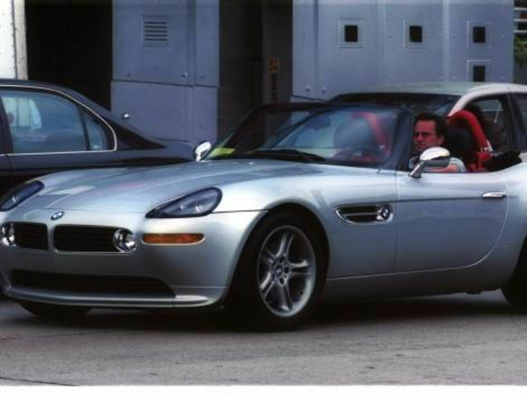 Matthew Perry in his brand new BMW convertible in Los Angeles oct 9 2001/X17 exclusive!!! His show -Friends is number one.  /ALL OVER PRESS Foto: All Over Press