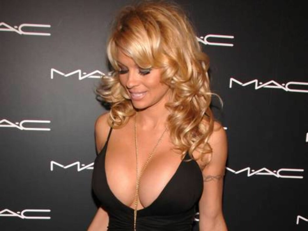 <strong>NEW YORK - FEBRUARY 2:</strong> Pamela Anderson attends the M.A.C. Chinese New Year Party on February 2, 2006 in New York City. (Photo by Andrew H. Walker/Getty Images) *** Local Caption *** Pamela Anderson  * SPECIAL INSTRUCTIONS:  * *OBJECT NAME: 56674062AW016_m Foto: All Over Press