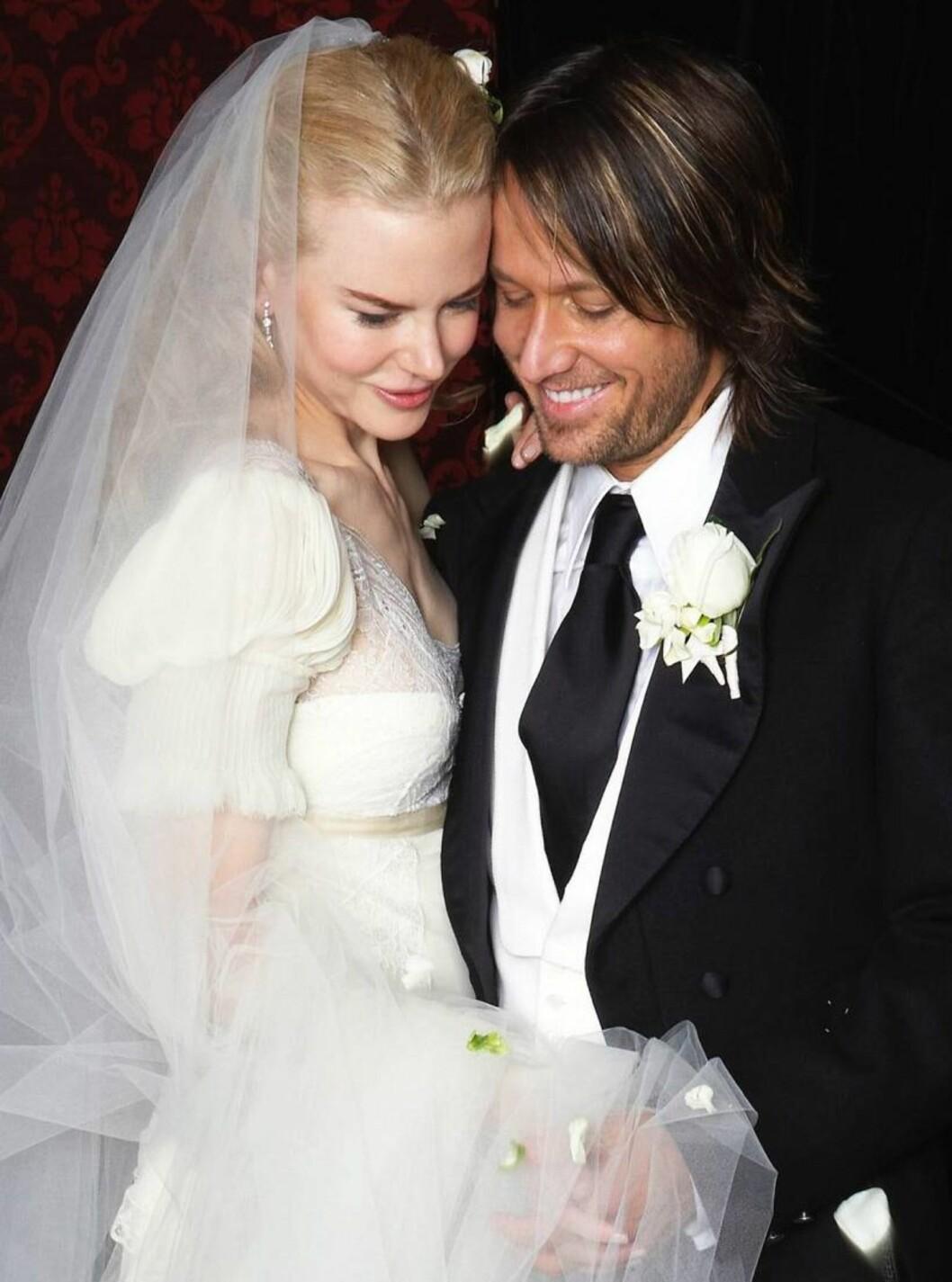 <strong>BRUDEBILDET:</strong> Nicoel og Keith ble gift i en storslahgen seremoni i hjemlandet Australia. Foto: AP/Scanpix