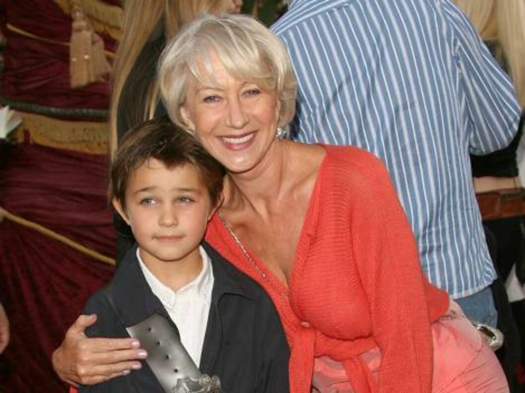 <strong>GAMMEL OG UNG:</strong> Den britiske skuespilleren Helen Mirren (61) kom sammen med grandnevøen. Foto: All Over Press