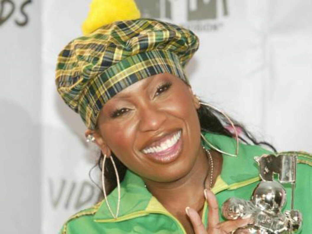 <strong>NEW YORK - AUGUST 28:</strong>  Missy Elliott holds her MTV Video Music Award while in the pressroom during the 2003 MTV Video Music Awards at Radio City Music Hall August 28, 2003 in New York City.  (Photo by Evan Agostini/Getty Images) Foto: All Over Press