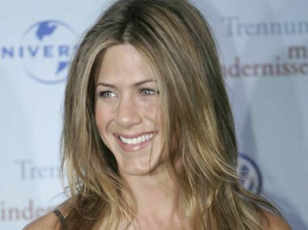 """<strong>HAMBURG, GERMANY - JUNE 12:</strong> Actress Jennifer Aniston arrives for a special screening of """"The Break-Up"""" on June 12, 2006 in Hamburg, Germany.  (Photo by Sean Gallup/Getty Images) *** Local Caption *** Jennifer Aniston  * SPECIAL INSTRUCTIONS:  * *OBJECT NA Foto: All Over Press"""