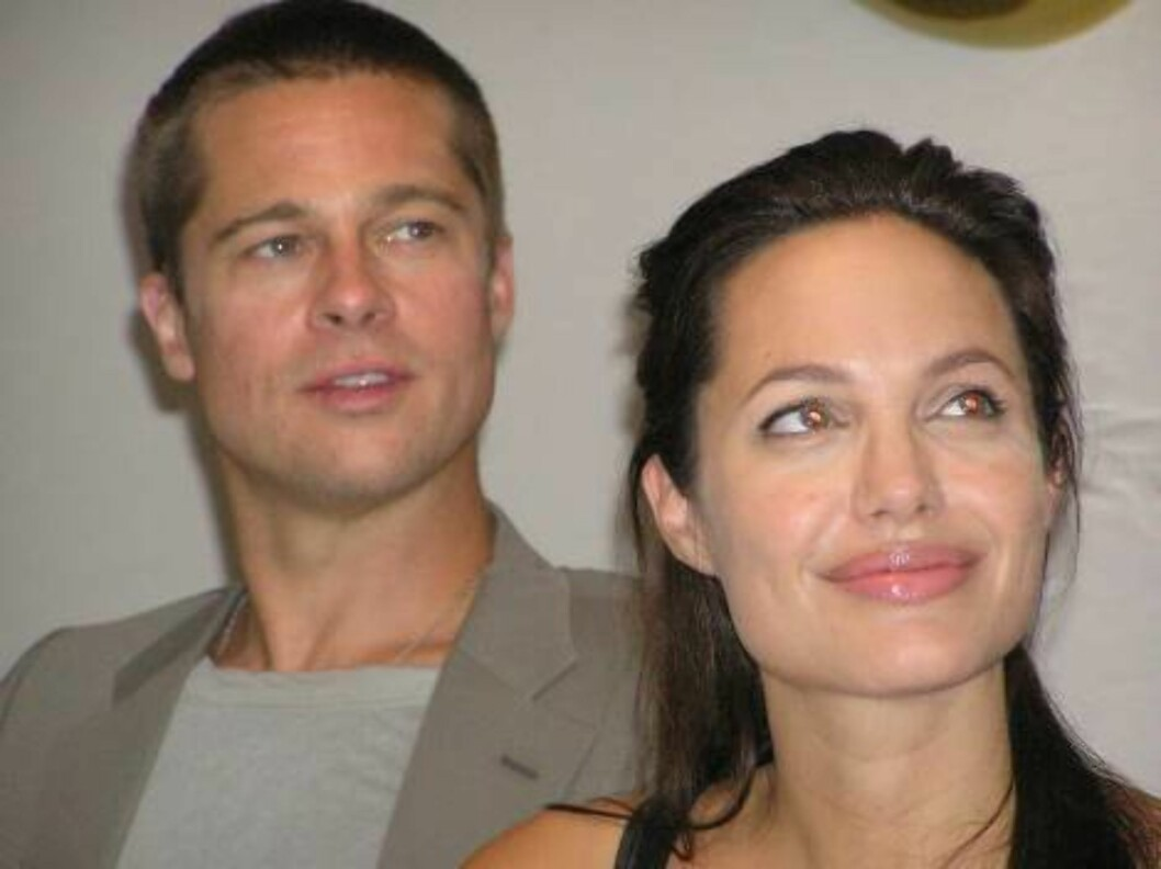 Brad Pitt and Angelina Jolie address a press conference held for the Namibian press exclusively in a hotel in the Namibian city of Swakopmund, Wednesday June 7, 2006. The couple thanked the Namibian people for their hospitality during the birth of their d Foto: AP/Scanpix