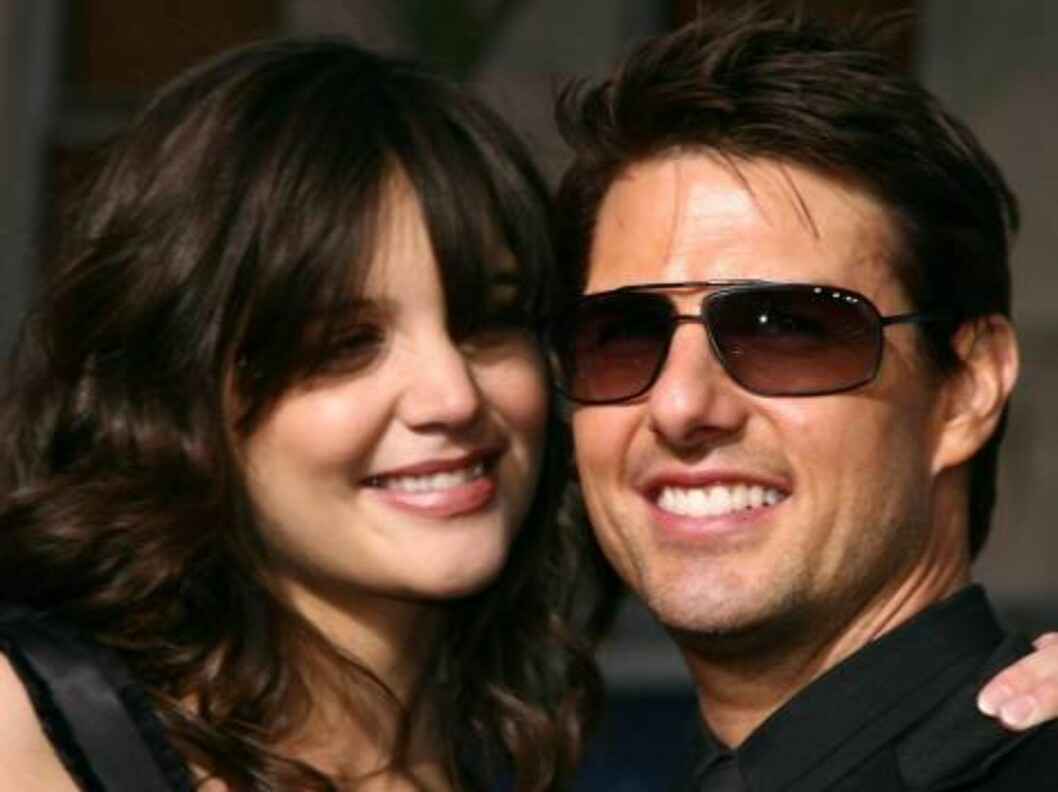 """<strong>HOLLYWOOD - MAY 04:</strong>  Actor Tom Cruise (R) and actress Katie Holmes arrive at the Paramount Pictures fan screening of """"Mission: Impossible III"""" held at the Grauman's Chinese Theatre on May 4, 2006 in Hollywood, California.  (Photo by Kevin Winter/Getty Ima Foto: All Over Press"""