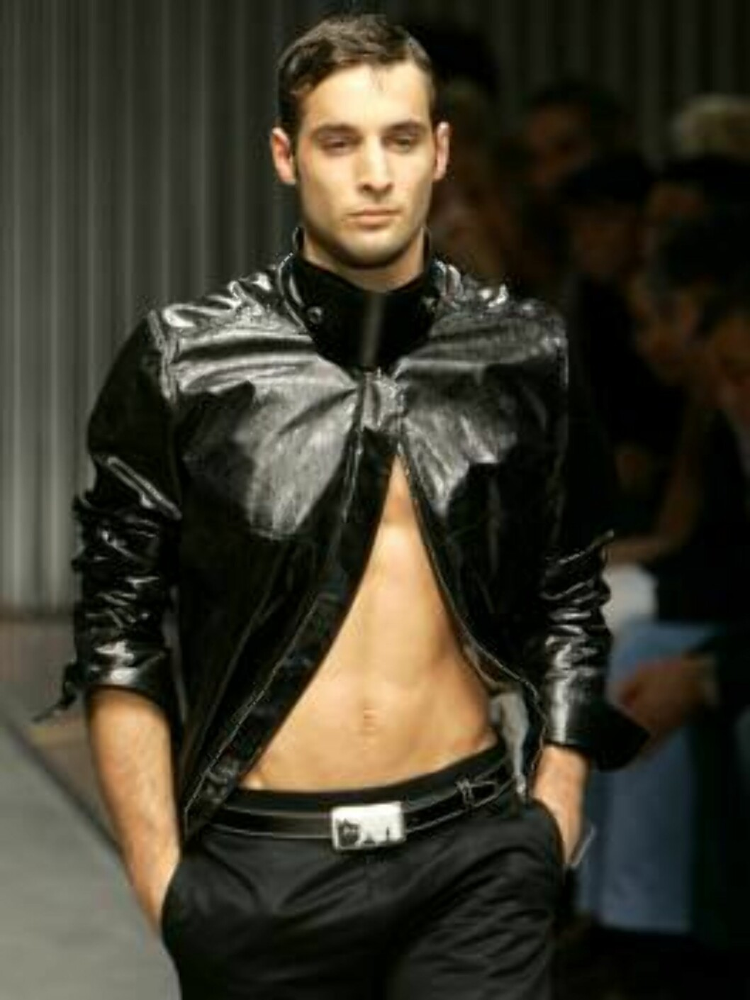 A model wears a jacket part of Gianfranco Ferre` Spring-Summer 2007 men's collection, unveiled in Milan, Italy, Monday, June 26, 2006. (AP Photo/Antonio Calanni) Foto: AP/Scanpix
