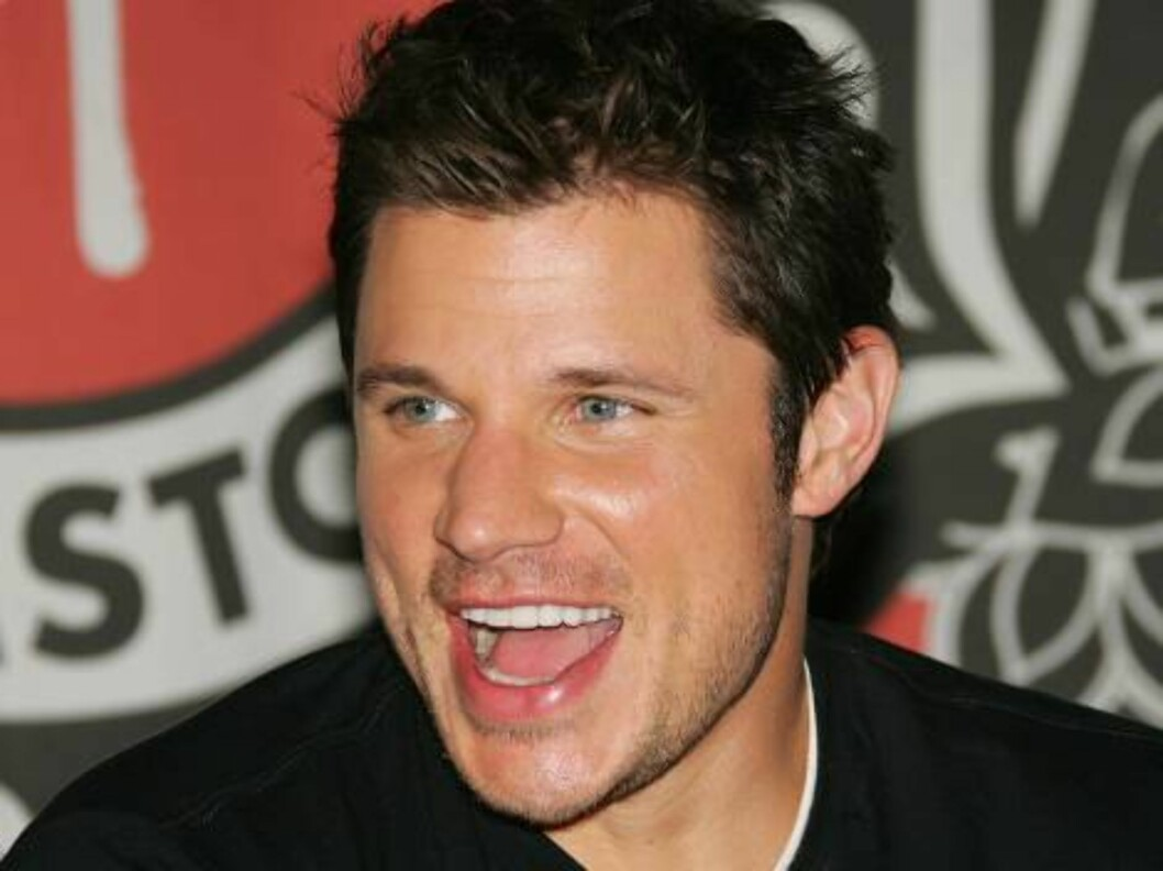"""<strong>NEW YORK - MAY 09:</strong>  Singer Nick Lachey signs copies of his new CD """"What's Left Of Me"""" at Virgin Megastore Times Square May 9, 2006 in New York City.  (Photo by Evan Agostini/Getty Images) *** Local Caption *** Nick Lachey  * SPECIAL INSTRUCTIONS:  * *OBJE Foto: All Over Press"""