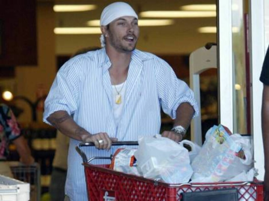 <strong>Code:</strong> X17XX8 - Rhea-Vibbert, Scottsdale, USA, 25.04.2005: Kevin Federline shopping for baby clothes at a mall in Arizona where he and Britney Spears are vacationing. All Over Press / X17 Agency / Rhea-Vibbert / ALL OVER PRESS Foto: All Over Press