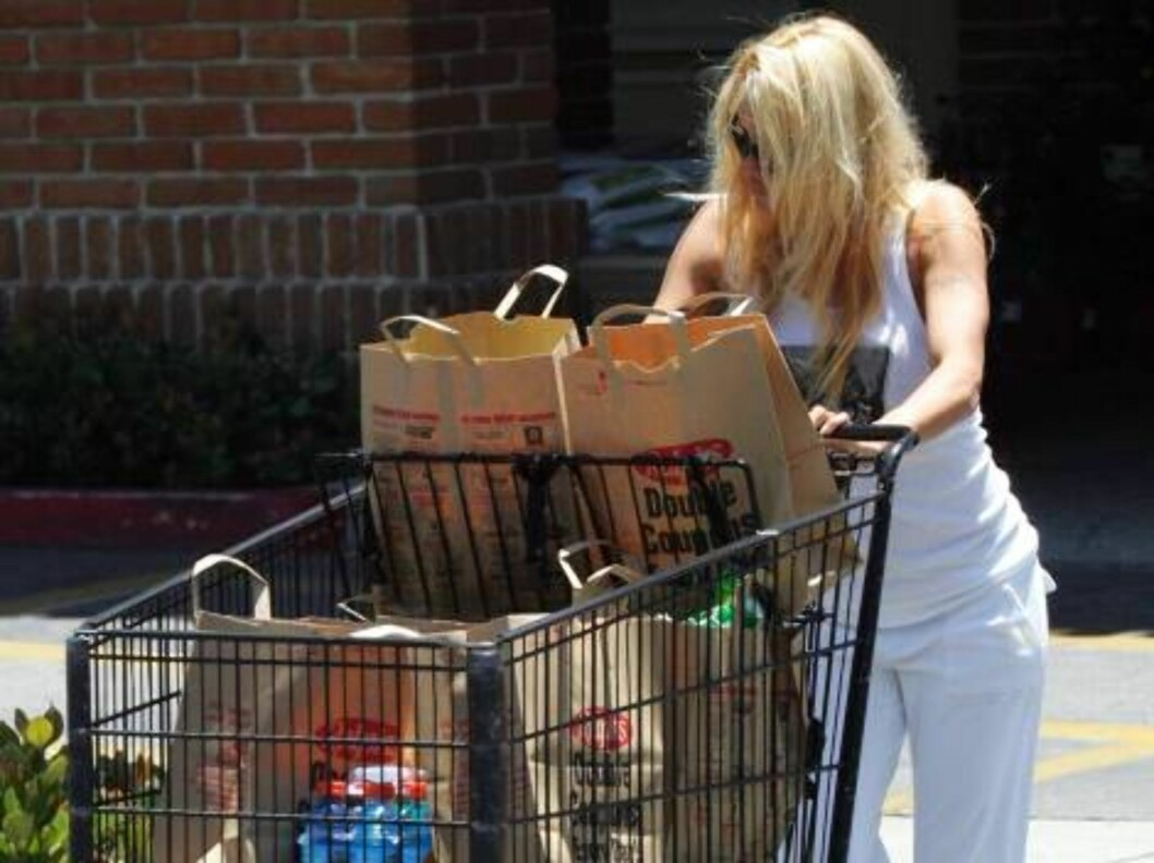 Pamela Anderson grocery shopping at Ralph store June 15, 2006 X17agency EXCLUSIVE EXCLUSIVE Foto: All Over Press