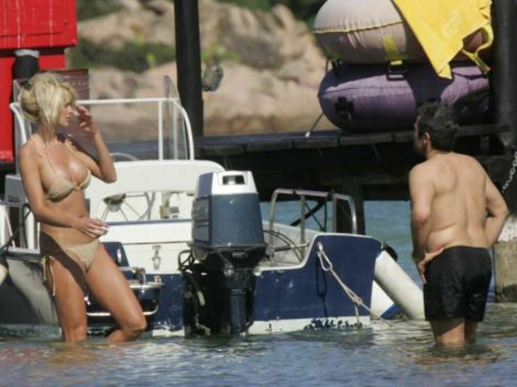 BADEGLEDE: Victoria var på kjærlighetstur med Maurice også i fjor. Nå raser ektemannen igjen.     Foto: (c)CIAO PIX/BULLS
