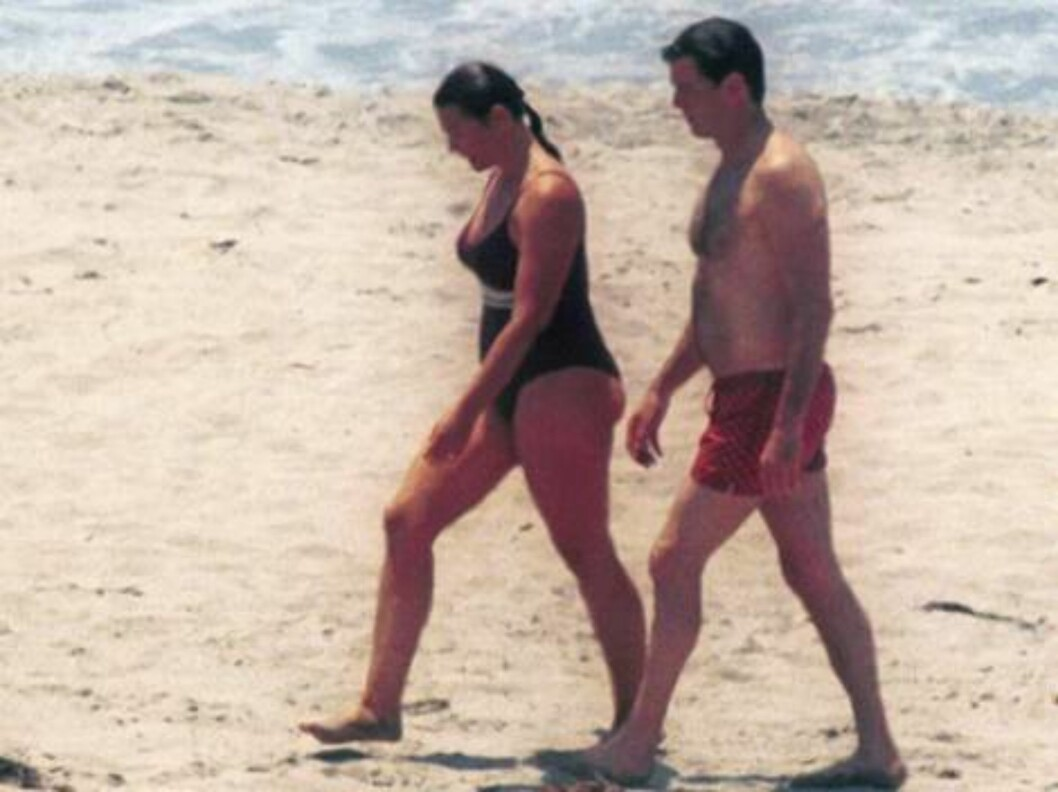 Pierce Brosnan and wife competing in a race on their bike in Malibu July 15 2002 and cooling in the Pacific. X17agency exclusive  / ALL OVER PRESS Foto: All Over Press