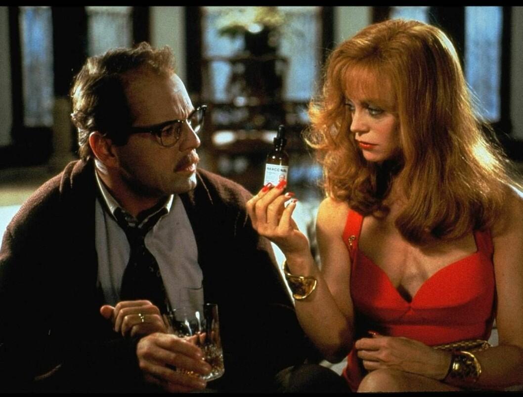 """<strong>RADARPAR:</strong> Bruce Willis og Goldie Hawn i """"Døden kler henne"""". Foto: NRK"""