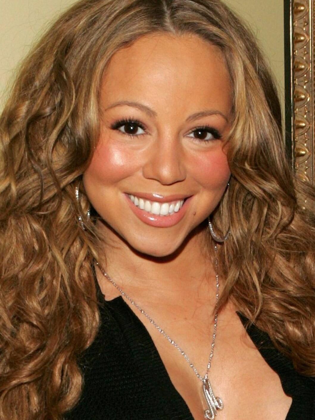 <strong>RYNKEFRI:</strong> Mariah tror at hun vil holde seg rynkefri med druer. Har hun ikke hørt om rosiner... Foto: All Over Press