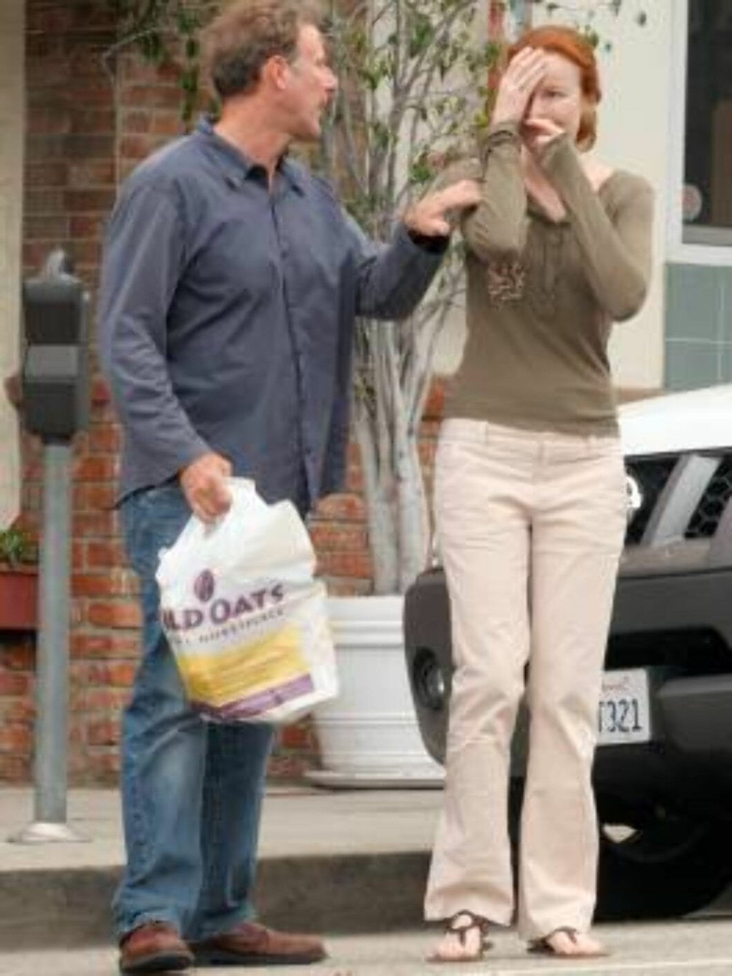 Newly married Marcia Cross walking with new husband wearing their wedding band while shopping in Santa Monica June6, 2006 X17agency exclusive Foto: All Over Press