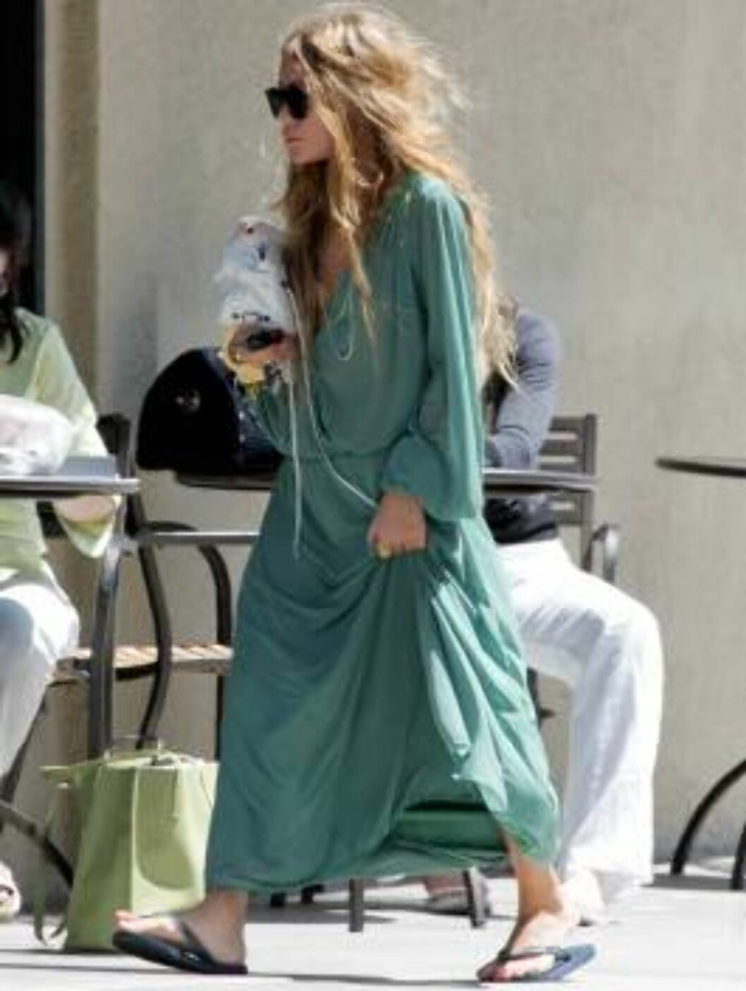Mary Kate Olsen going to Starbucks shows she is still a fashion icon with large green dress. June 19, 2006 X17agency EXCLUSIVE Foto: All Over Press