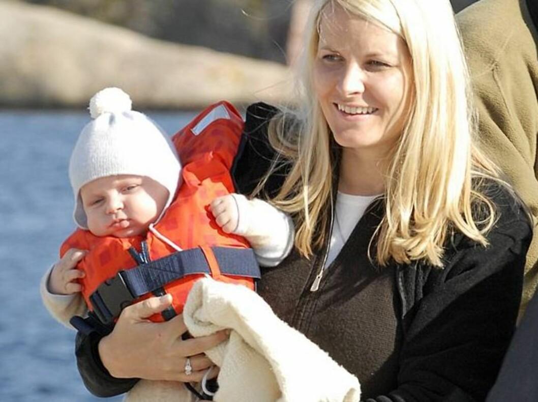 REISEVANT: Prins Sverre Magnus elsker å reise med mammaen sin. Kronprinsessen får også god hjelp av en barnepike på alle utenlandsturene. Foto: Se og Hør, Anders Marthinsen
