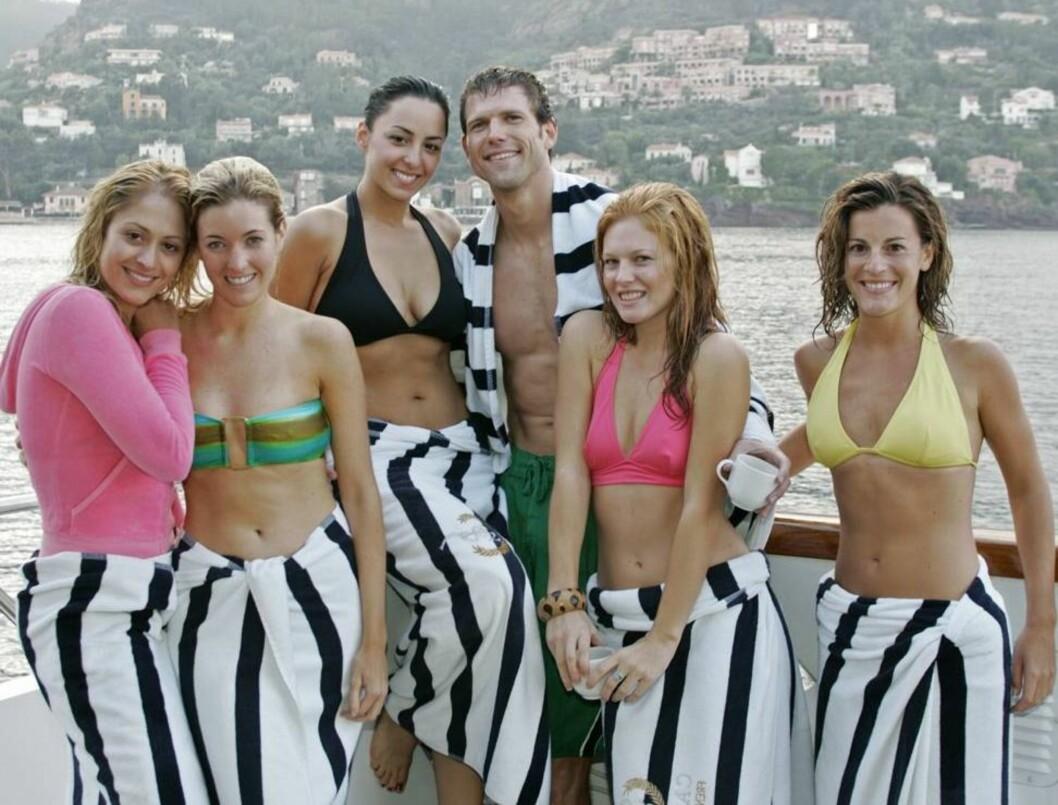 ROMANTIKK: Travis med de håpefulle jentene. Foto: ABC