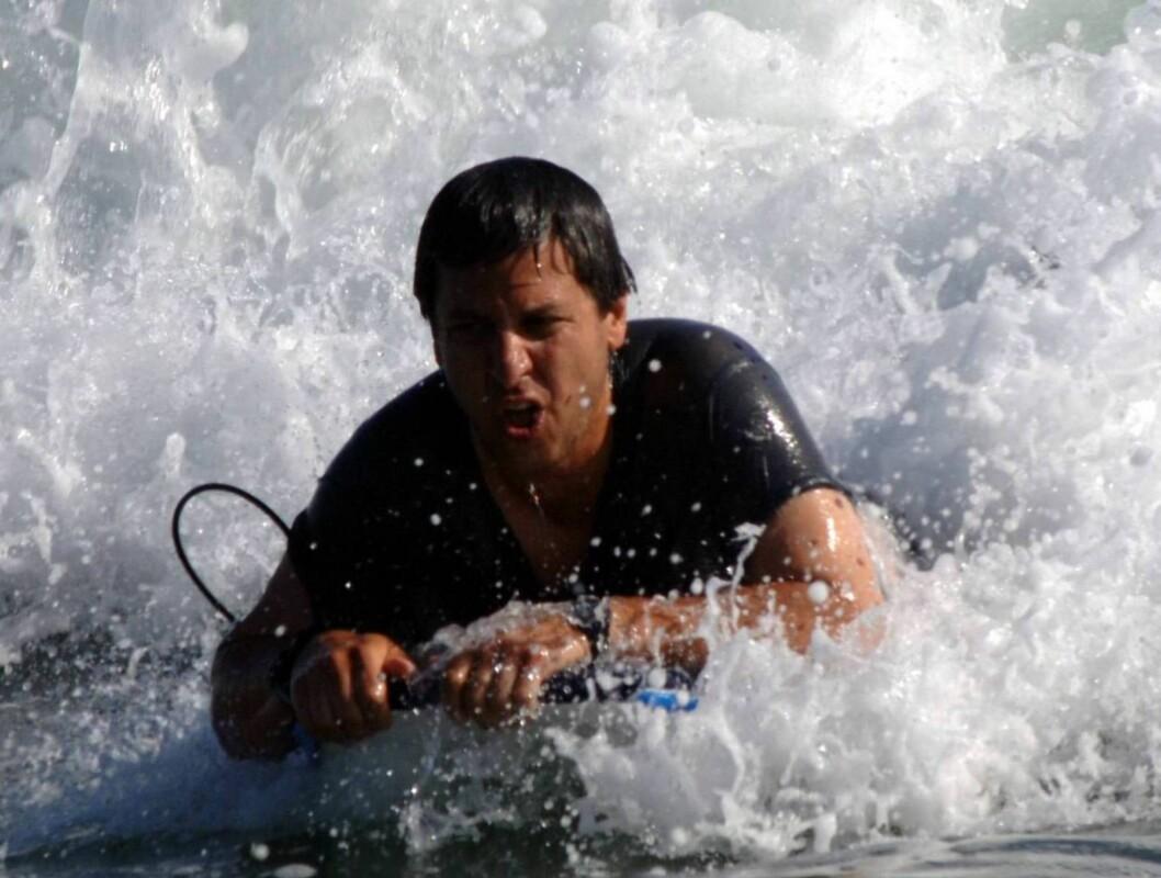 VANNMORO: Ray liker seg tydelig i bølgene... Foto: All Over Press