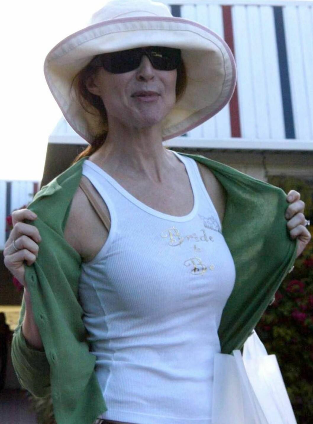<strong>STOLT BRUD:</strong> Marcia ser ganske sliten ut - et kjent feomen fra utdrikningslag... Foto: All Over Press