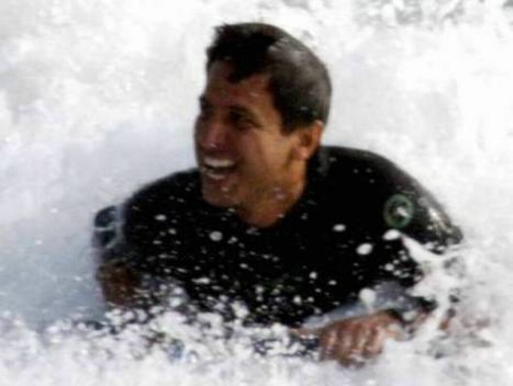Ray Romano from Everybody loves Raymond surfing in Malibu with his sons Matthew and Gregory.  September 13 2003. Exclusive X17agency / ALL OVER PRESS Foto: All Over Press