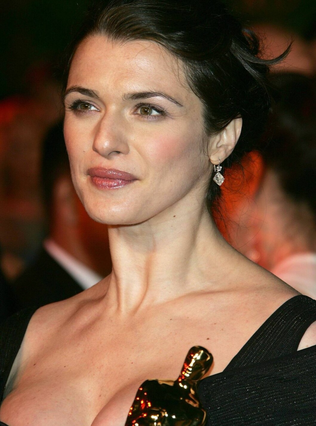 """WEST HOLLYWOOD, CA - MARCH 05:  Actress Rachel Weisz with her award for Best Supporting Actress in a Leading Role for """"The Constant Gardener"""" arrives at the Vanity Fair Oscar Party at Mortons on March 5, 2006 in West Hollywood, California.  (Photo by Evan Foto: All Over Press"""