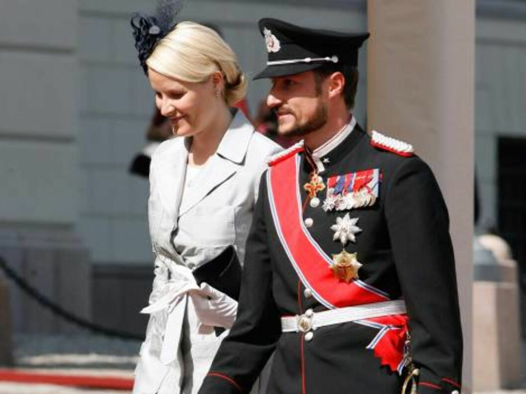 King Harald, Queen Sonja, Crown Prince Haakon & Crown Princess Mette Marit  of Norway welcome King Juan Carlos and Queen Sofia of Spain at the start  of their 3 day State Visit to Norway.  6/6/06 Picture:UK Press (7975-JW) Foto: All Over Press