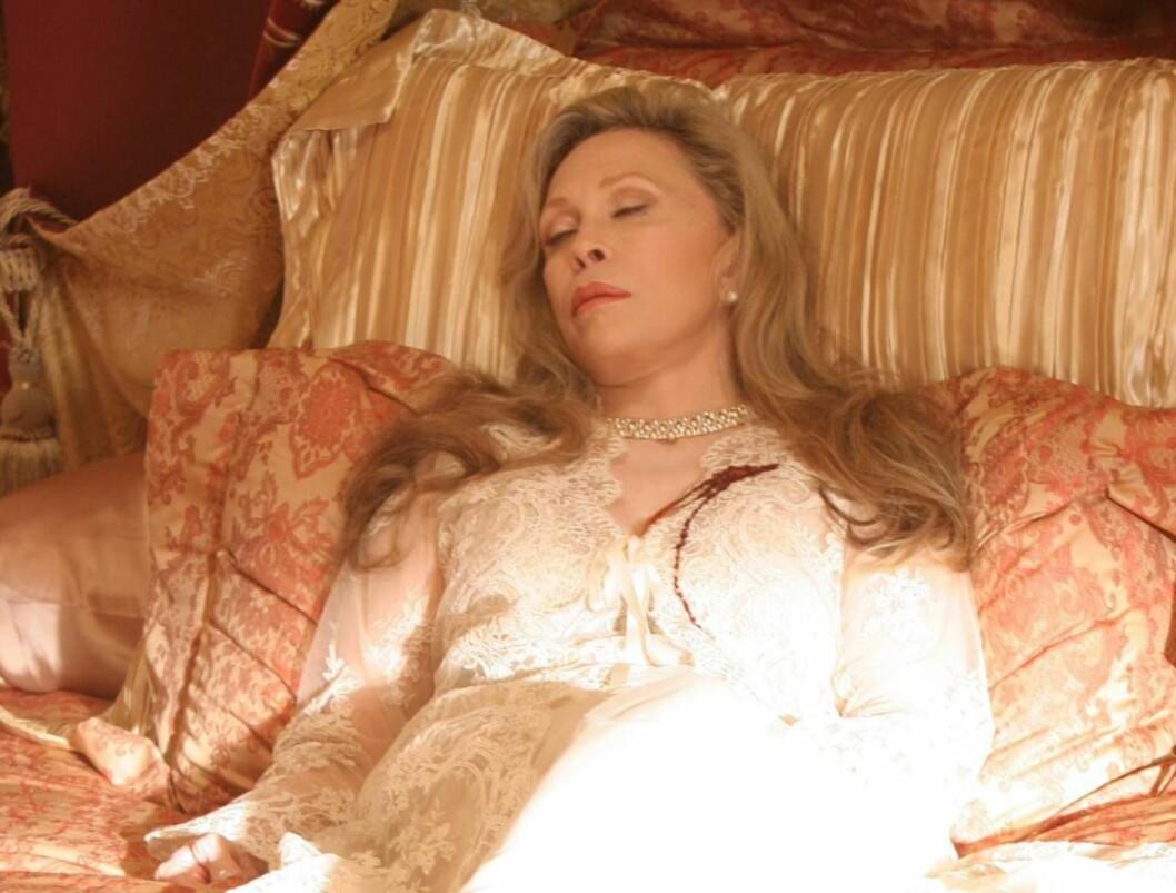 DØD ROLLE: Faye Dunaway gjester C:S:I - og spiller død... Foto: CBS