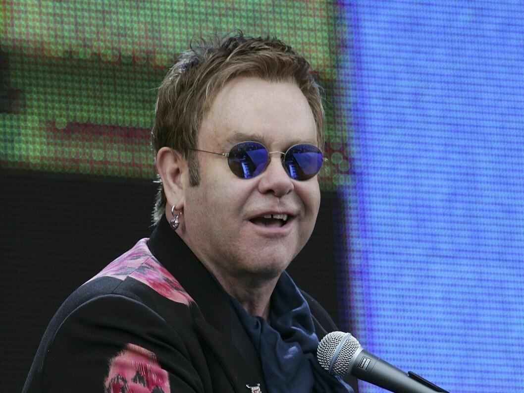 GI BUD: Har du noen millioner å avse kan Eltons konsertflygel bli ditt! Foto: All Over Press