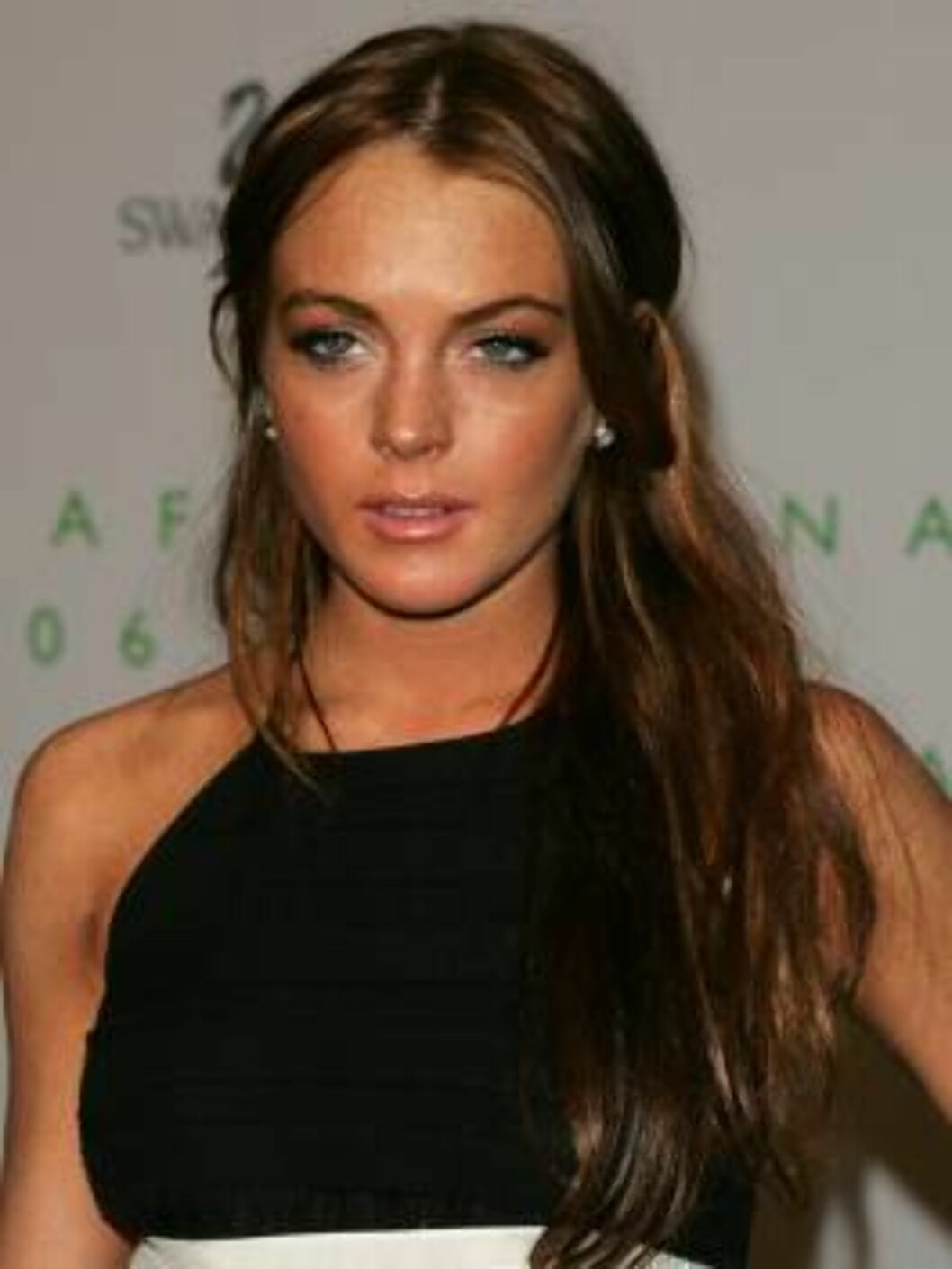 NEW YORK - JUNE 5:  Actress Lindsay Lohan attends the 2006 CFDA Awards at the New York Public Library on June 5, 2006 in New York City.  (Photo by Peter Kramer/Getty Images) *** Local Caption *** Lindsay Lohan  * SPECIAL INSTRUCTIONS:  * *OBJECT NAME: 711 Foto: All Over Press