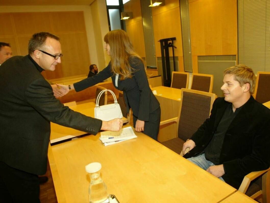 UTSTRAKT HÅND: Odd J. Nelvik møtte først Rodney Omdal Karlsen og Anette Young i byretten. Nå går det mot behandling i Høyesterett. Foto: Morten Krogh